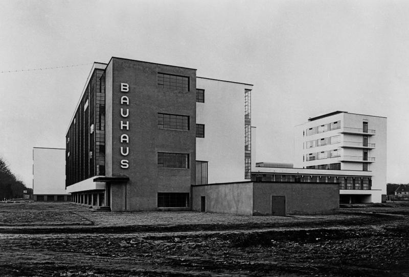 1925LuciaMoholy-BauhausDessau