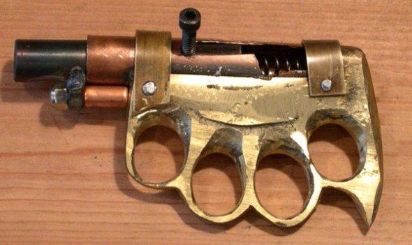 Brass-Knuckle-Pistol-08