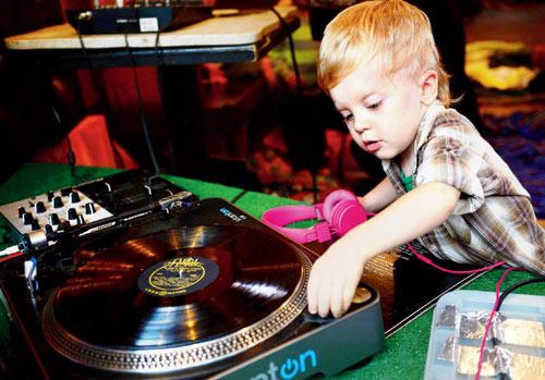 Baby-DJ-School